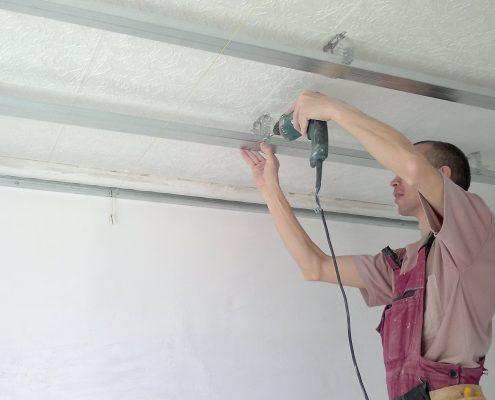 Устройство и монтаж реечных потолков