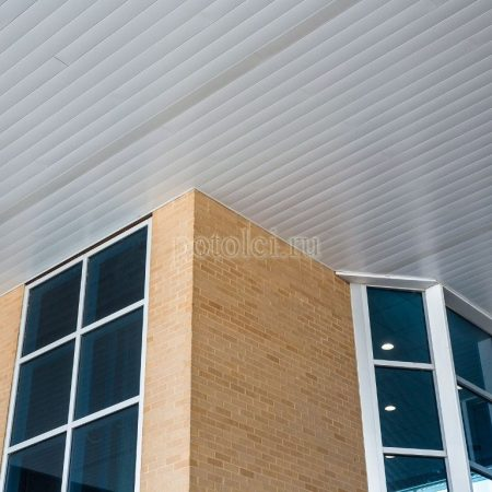 Реечный навесной вентилируемый фасад