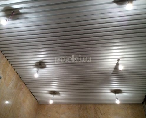 Установка реечных потолков в ванной комнате