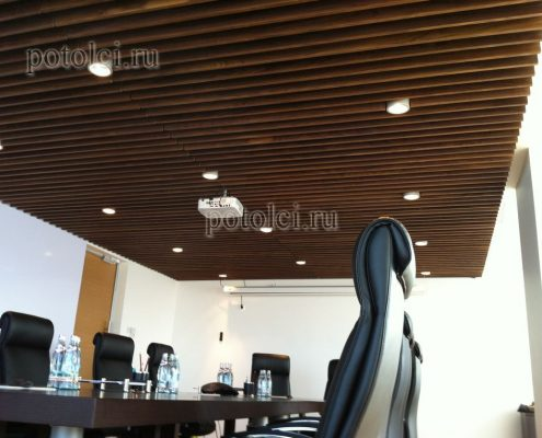 Подвесной реечный потолок из МДФ + шпон Ореха