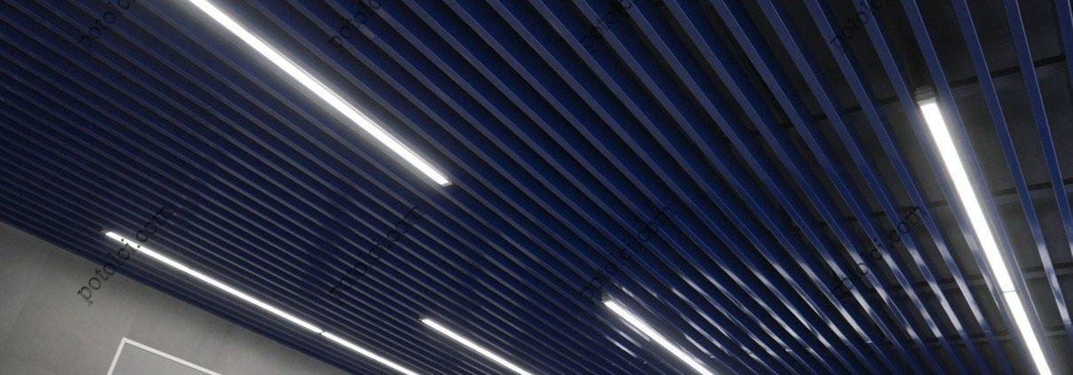 Реечный потолок Кубота синего цвета