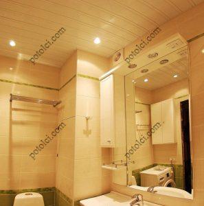 Реечный потолок в ванной, со светильниками