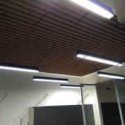 Монтаж деревянного потолка в офисе Керама Марацци