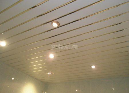 Подвесной реечный потолок для ванной