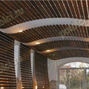 Деревянный реечный подвесной потолок.