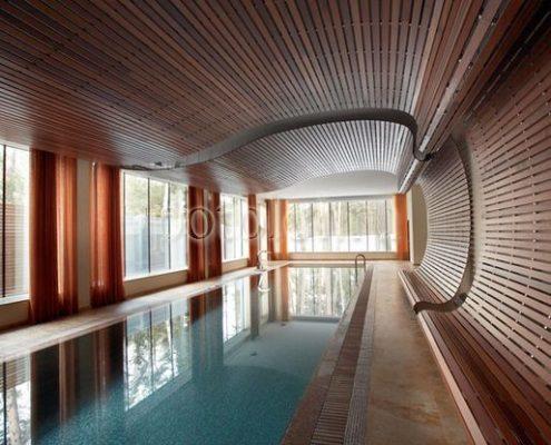 Волнообразный деревянный реечный потолок Luxalon Люксалон