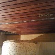 Облицовка потолка деревянными рейками породы Мербау.
