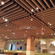 Интересный дизайн подвесного реечного потолка Униформ