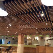 Оформление потолка в ресторане на Новом Арбате. Реечный потолок Униформ БАРД