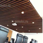 Подвесной реечный потолок из МДФ и шпона Ореха