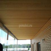Монтаж деревянного реечного потолка на лоджии