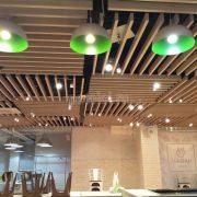 Оформление потолка в ресторане Чабан Хаус на Новом Арбате. Реечный потолок Униформ