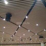 Дизайнерские алюминиевые реечные потолки Униформ от БАРД, цвет Молочный дуб