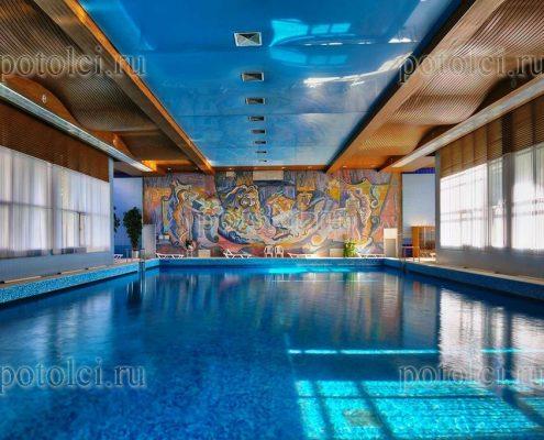 Радиусные реечные потолки Бард, тип 84 в бассейне