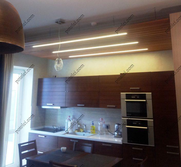 Подвесной реечный потолок на кухне