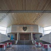 Деревянные реечные потолки Люксалон в холле