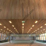 Деревянные реечные потолки Люксалон в вестибюле
