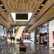 Деревянные реечные потолки Люксалон в торговом центре