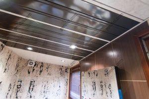 Установка реечного потолка. Направление панелей