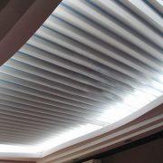 Реечный потолок v-образный
