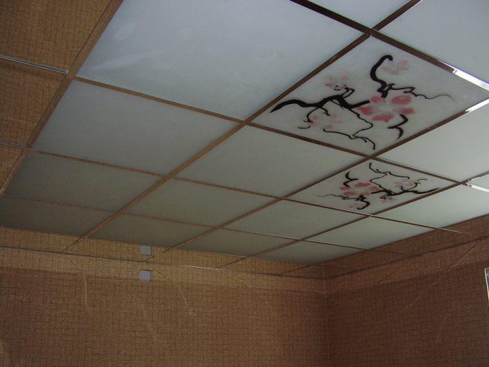 Кассетные потолки с зеркальной подвесной системой